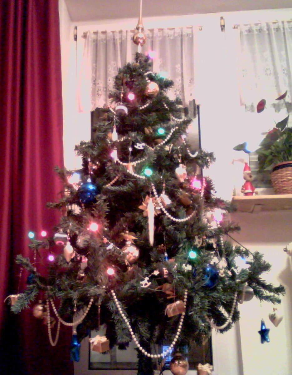 kreuvfs allerweltsblog weihnachtsbaum mit lichterkette. Black Bedroom Furniture Sets. Home Design Ideas